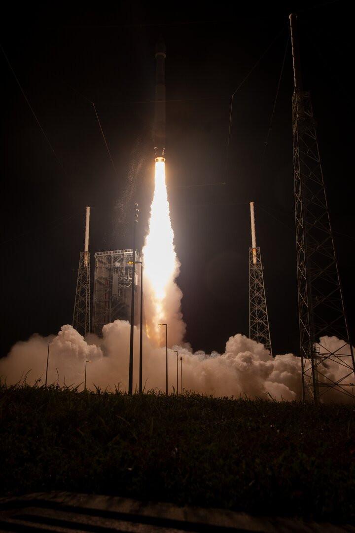 Solar Orbiter liftoff pillars