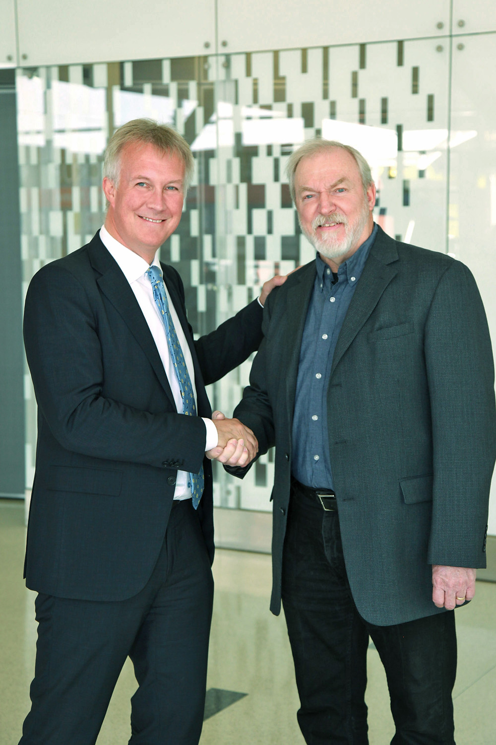 SA Catapult CEO Stuart Martin and TriSept CEO Rob Spicer seal the deal with a handshake. Photo Credit: Tom Deininger