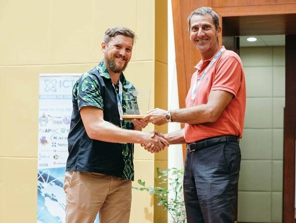 Photo supplied by Pacific ICT Days. Matteo Catanuto (right) accepts Best Digital Inclusion Award for Kacific.