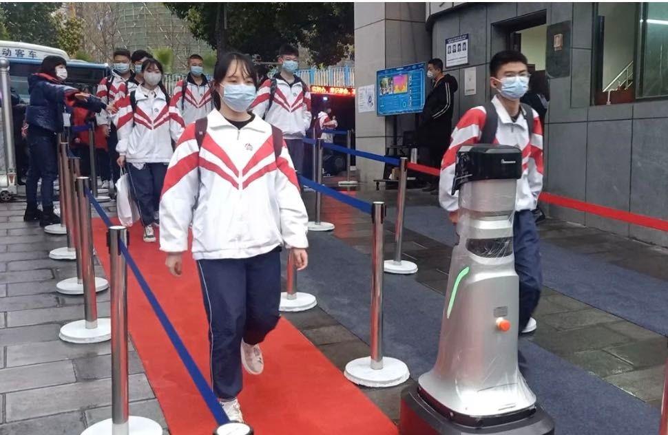 Smart patrol robots built with Advantech's UNO-2484G Edge Gateway deployed to fight Coronavirus