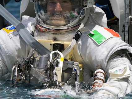 Nobel Prize laureates in physics and chemistry will talk to ESA astronaut Luca Parmitano and NASA as