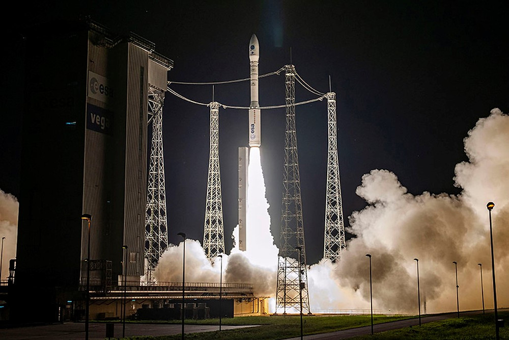 With Vega, Arianespace successfully performs the first European mission to launch multiple small satellites