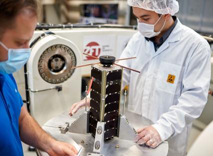 NetSat premieres self-organizing satellites in 3D