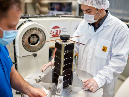 NetSat premieres self-organizing satellites in 3D