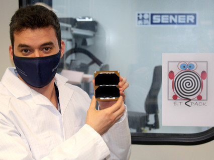 SENER Aeroespacial and the UC3M open laboratory to integrate deorbit device to fight space debris