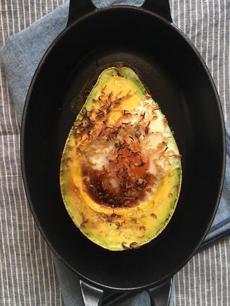 懶人烤箱食譜#2:烤酪梨+蛋