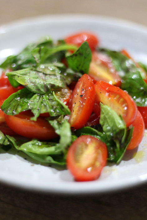 我愛義大利風味#1:羅勒番茄沙拉,好看、好吃、好方便的前菜