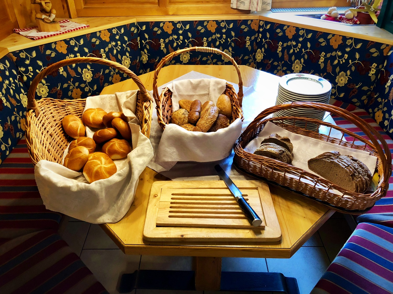 Brot und Gebäck frisch vom Bäcker