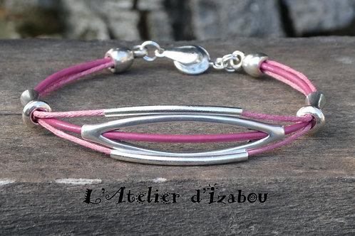 Bracelet fin cuir et coton ciré rose, passants longs métal argenté