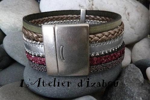 Bracelet automne manchette femme mutirangs et multitextures de cuirs kaki, borde
