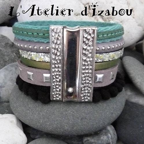 Bracelet original artisanal femme galon à pompons, multicuirs et multirangs tons