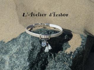 Les bracelets tendance pompons en voyage !