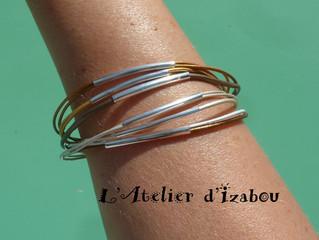 Multirangs, mais léger, métallisé et coloré pour ce bracelet fin en cuirs multicolores