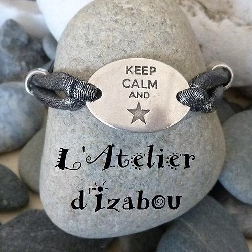 Bracelet femme ou ado connecteur keep calm et cordon élastique gris métallisé