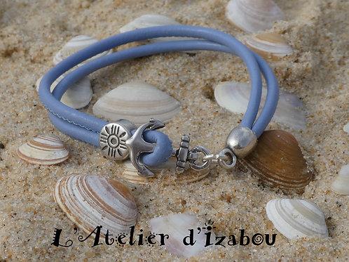 Bracelet fin cuir bleu et fermoir ancre de bateau