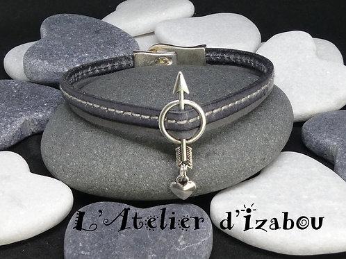 Bracelet Saint Valentin cuir, daim, passant flèche et breloque coeur