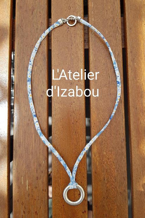 Collier fleuri bleu et anneau