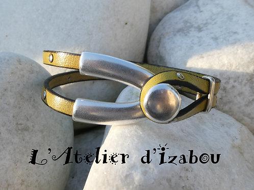 Bracelet original quart de jonc ouvert et cuir clouté jaune moutarde-ocre jaune