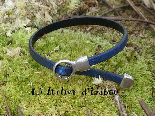 Bracelet femme original réglable cuir métallisé marine et fermoir coulissant