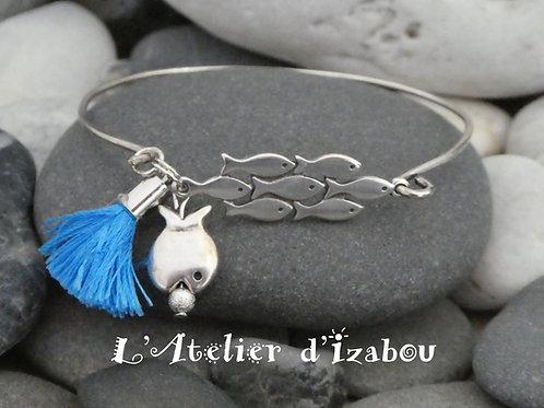 Bracelet jonc fin banc de poisson, breloque poisson et pompon bleu
