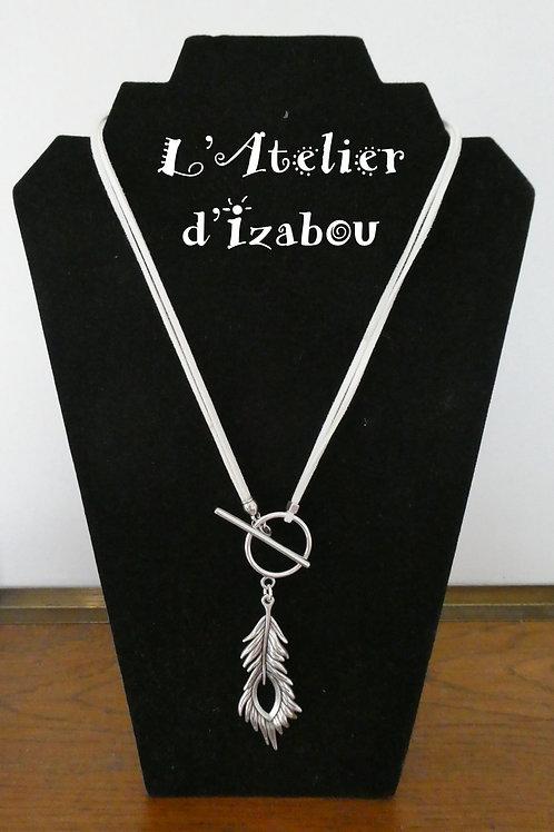 Collier original femme mi long pendentif plume et daim blanc
