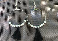 Boucles d'oreilles pendantes et pompon