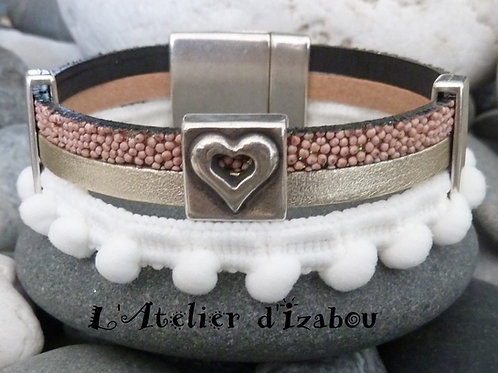 Bracelet original artisanal femme galon à pompons, cuir satiné argenté