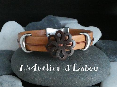Bracelet cuir abricot et modoré, fleur bois et passants lunes métal fermoir aima