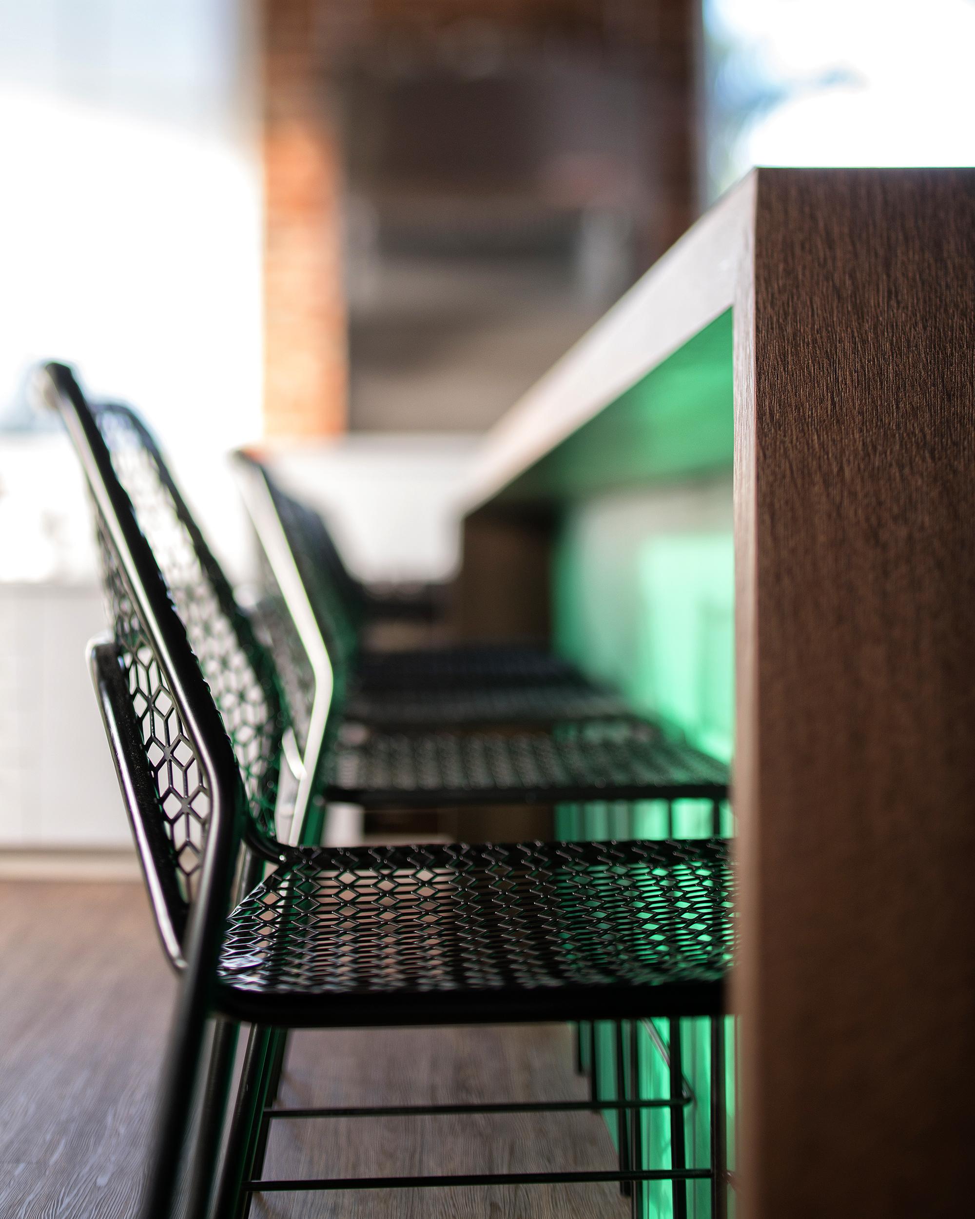 Transferwise---Break-Room-Bar-and-Seatin