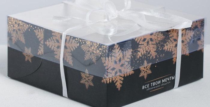 Коробка на 4 капкейка «Счастья и волшебства золотые снежинки », 16 × 16 × 7.5 см