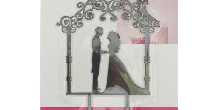"""Топпер Свадебный  в торт """"Влюблённая пара в арке"""""""