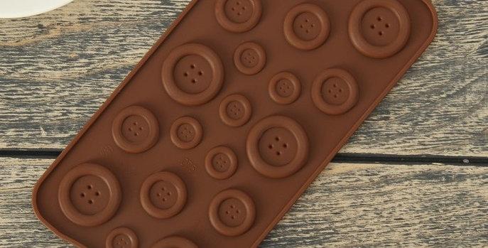 """Форма для леденцов  и шоколада """"Пуговки"""", 19 ячеек, цвет шоколадный"""