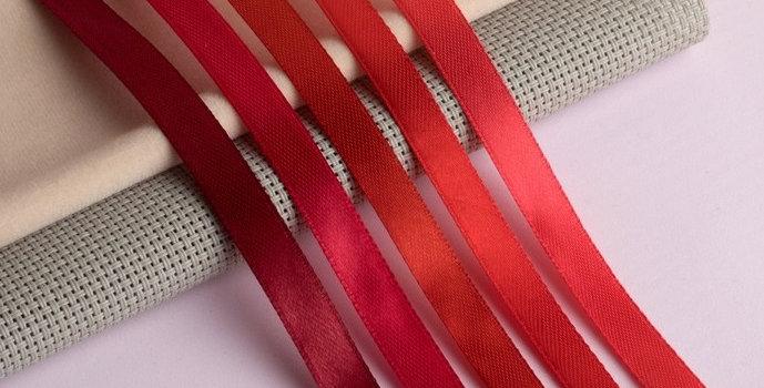 Атласная лента  цвет красная  в ассортименте