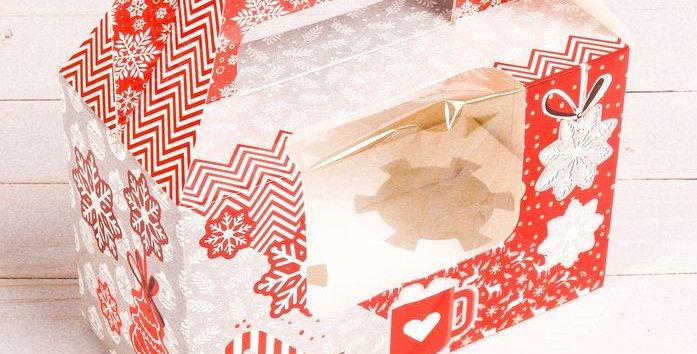 Коробочка под 2 капкейка  « Красная со снежинками », 16 × 10 × 8 см