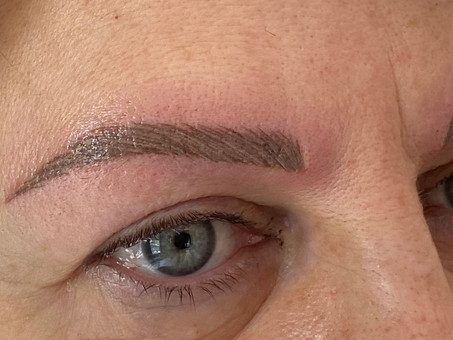 Maquillage permanent des Sourcils avec correction