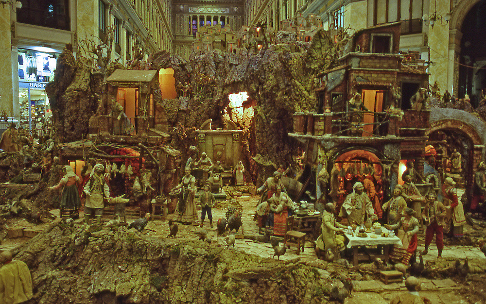 Neapolitan Presepio in the Galleria Umberto