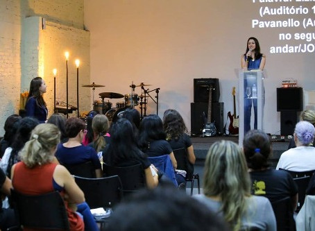 """""""Maravilha é ser uma mulher de Deus"""" é tema de palestra realizada por Liziane"""