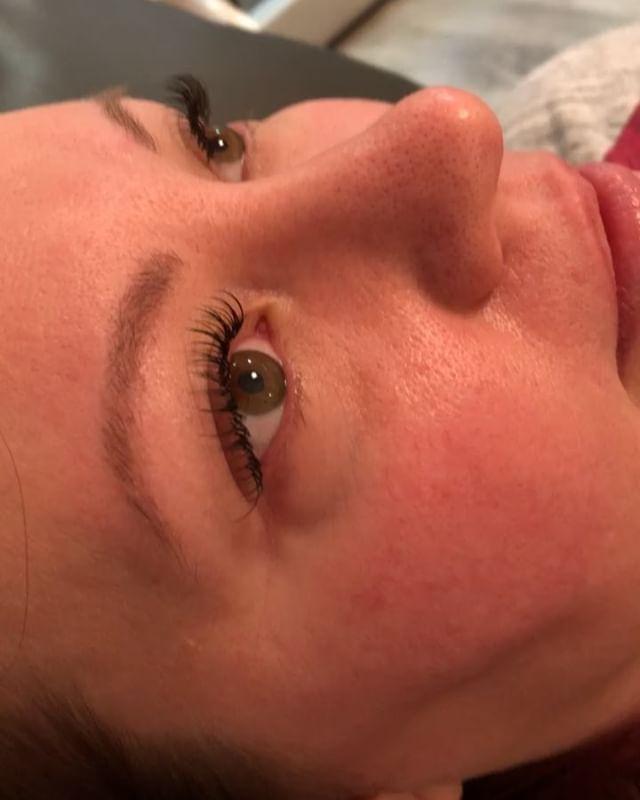 Natural mink eyelash extensions for her