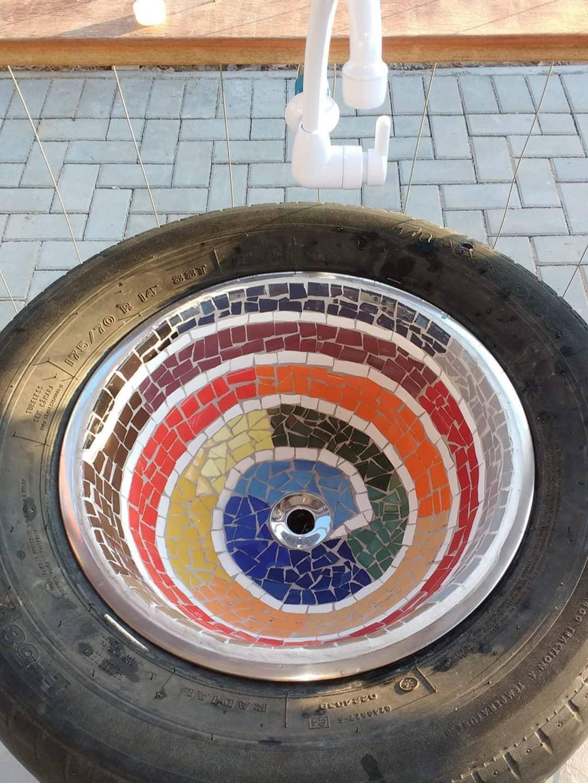 Pia feita de pneu