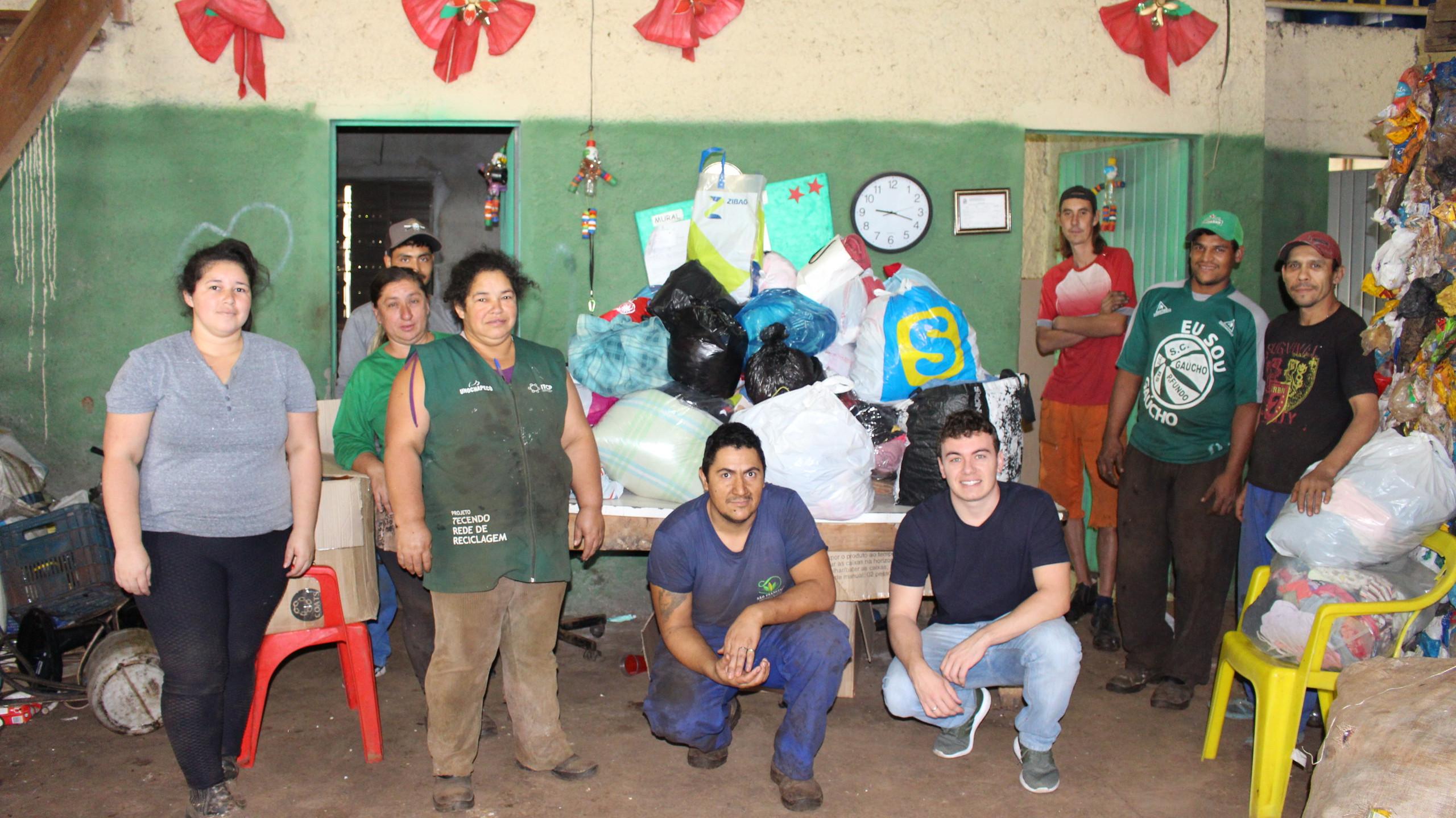 Doações de roupas e calçados entregues para associação São Francisco, de Chapecó, no dia 25/06/2019
