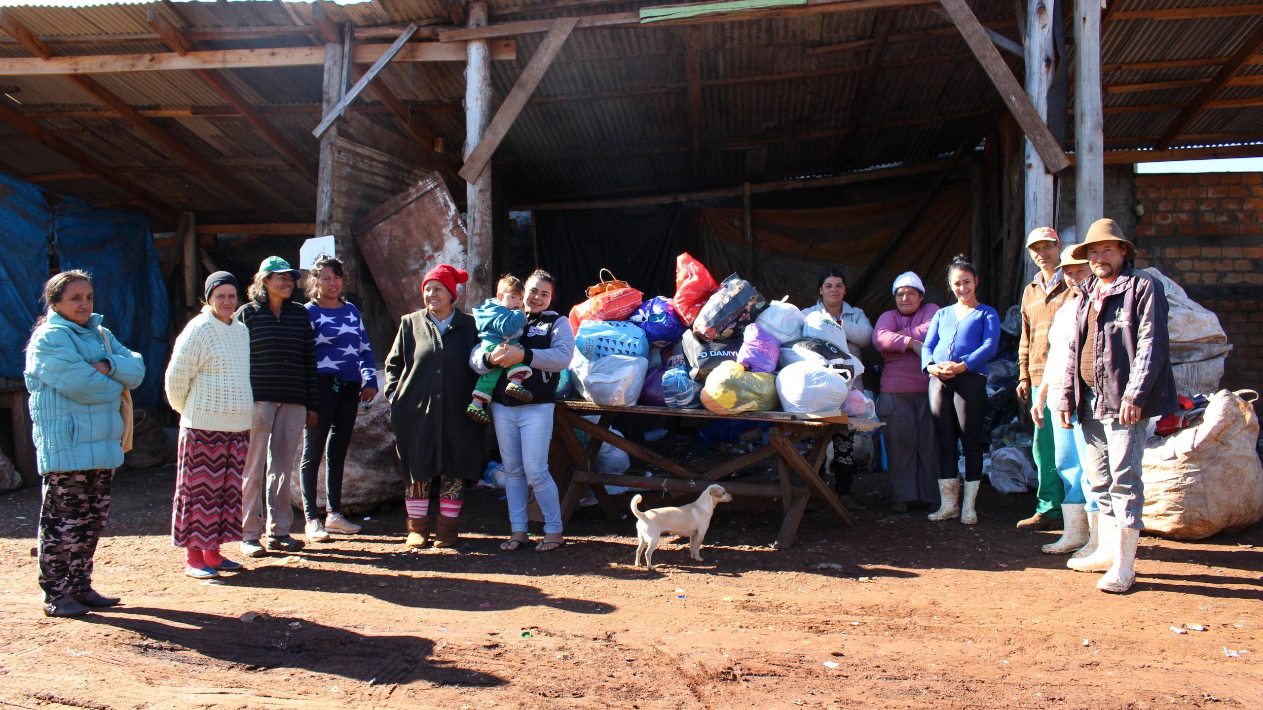 Doação de roupas e calçados para Associação Acram, de Chapecó, no dia 04/07/2019
