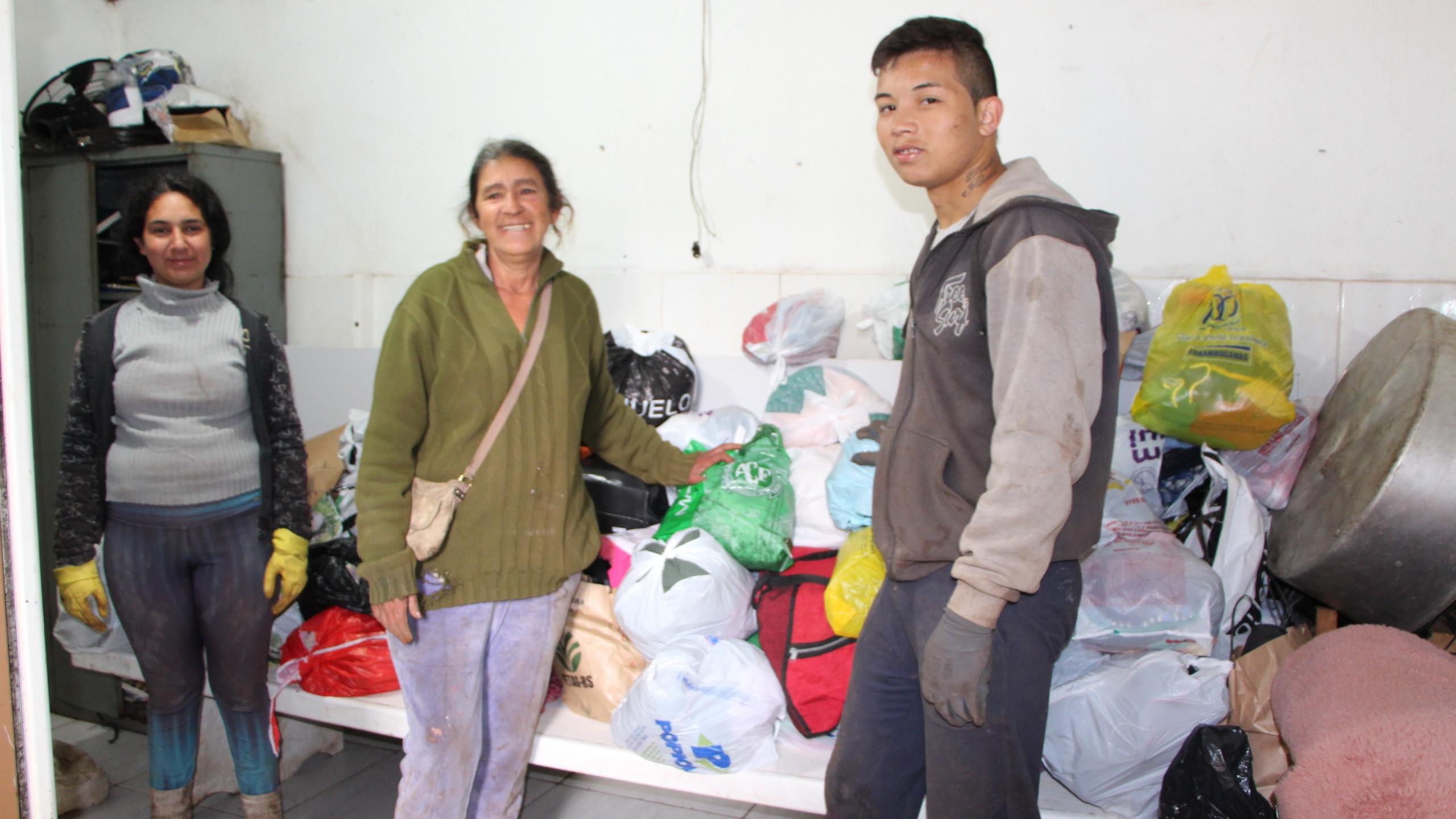 Doações de roupas e calçados para associação Asmavi, de Chapecó, no dia 06/09/2019