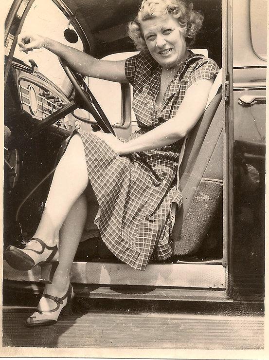 woman_car_legs.jpg