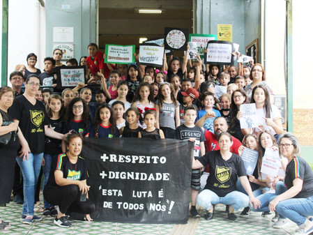 Alunos da Escola Visconde de Mauá promovem manifestação em apoio aos professores estaduais
