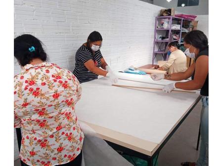 Voluntárias estão confeccionando aventais e máscaras para profissionais de saúde de Butiá