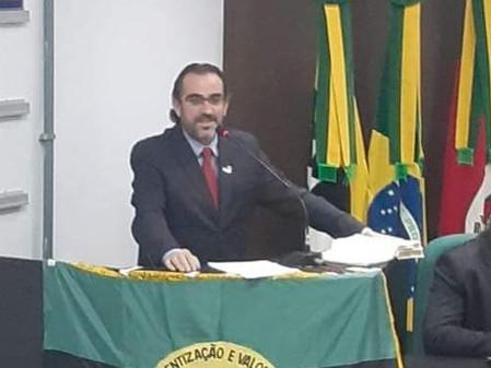 Prefeito Daniel Almeida emite nota reiterando a orientação da comunidade ficar em casa