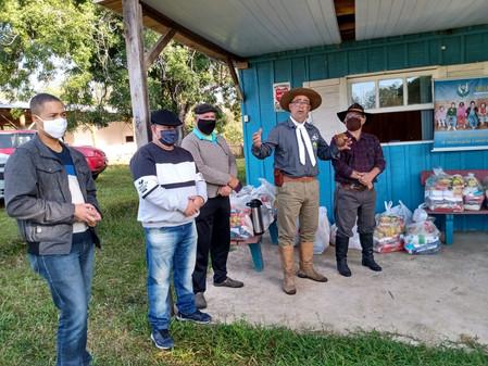 Ação solidária doou 23 cestas básicas a famílias de alunos atendidos pela APAE