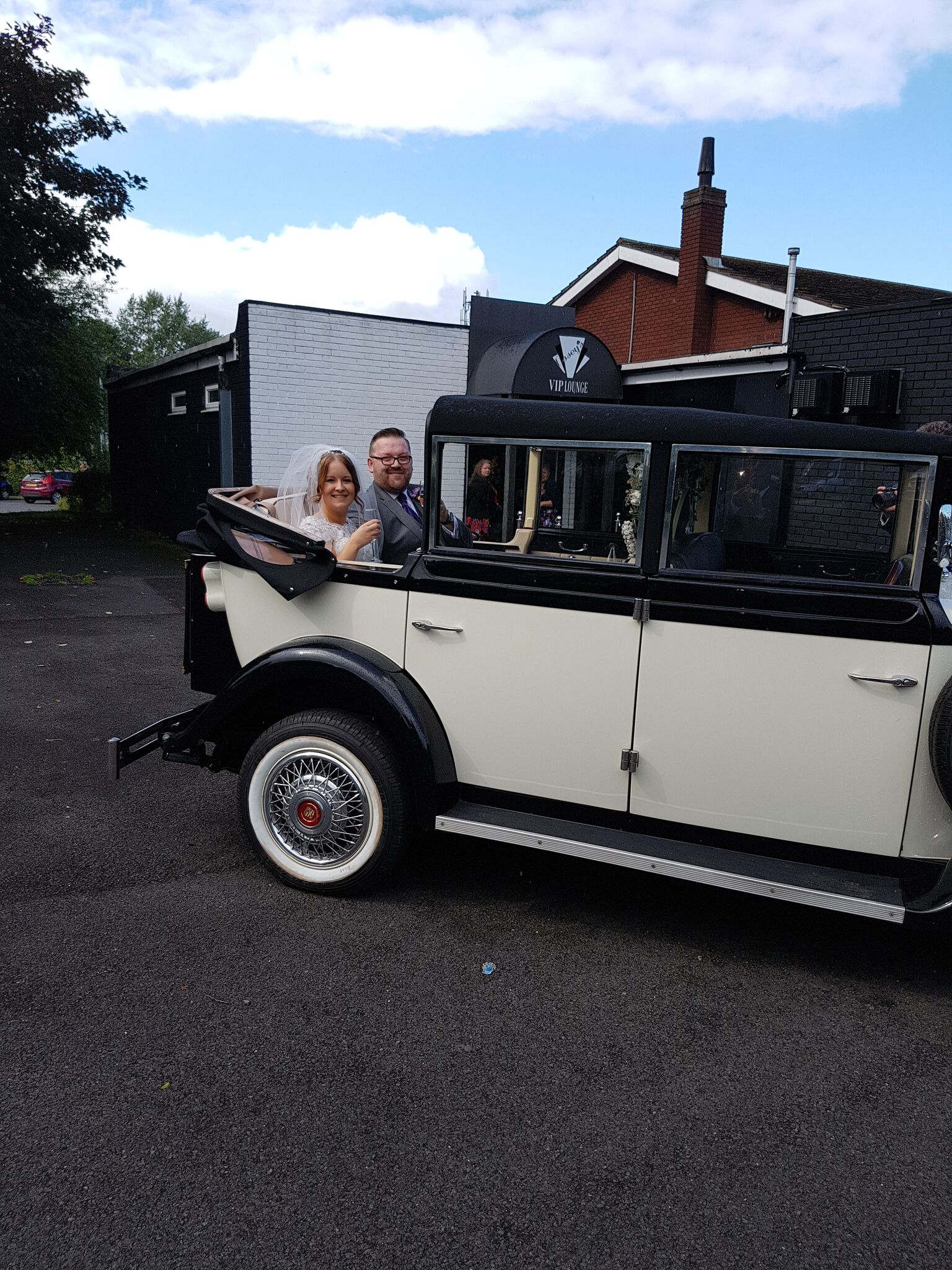 5 seater wedding car hire.