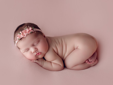 Lily Snow - Newborn Baby & Family Photography Session