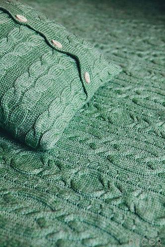 Наволочка на подушку вязаная с пуговицами цвет Яблоко